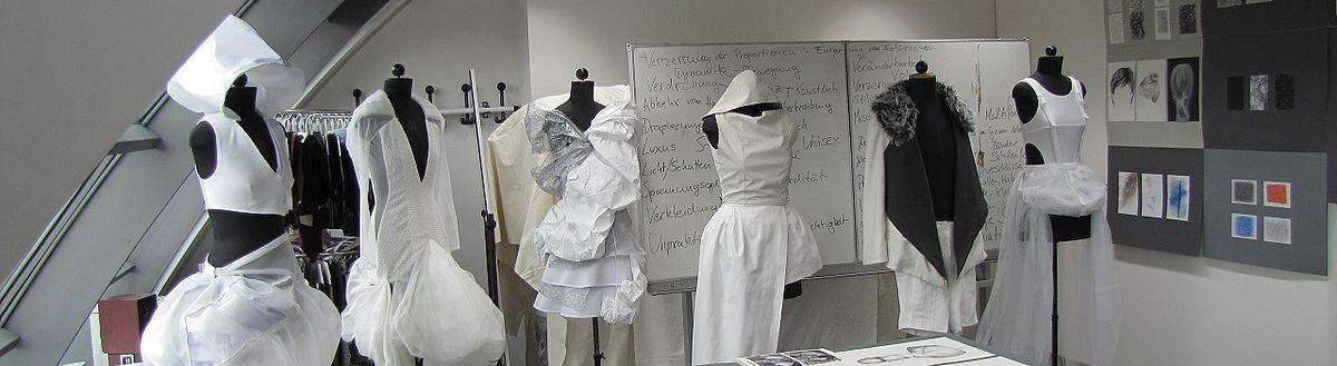 Kleiderentwürfe im Labor